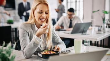 Five Smart Ways To Eat Healthier At Work