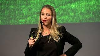 O Profissional do Futuro | Michelle Schneider | TEDxFAAP
